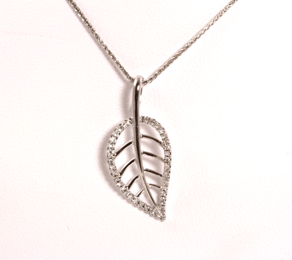 Round Diamond Leaf Pendant